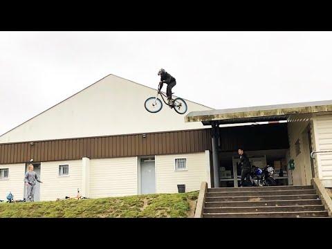 Je saute d'un toit en Vélo // DH URBAIN