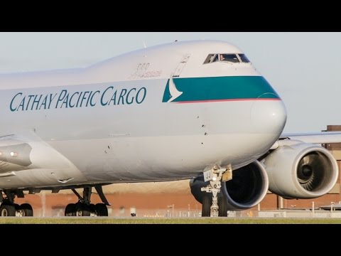 Cathay Pacific Cargo Boeing 747-8F EPIC CLOSE UP Takeoff Melbourne Airport - [B-LJJ]