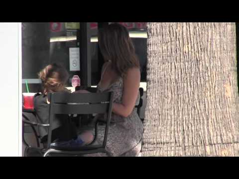 Jessica Alba & Honor Marie Have Lunch At Starbucks