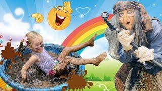 Сказка БАБА ЯГА и Малышки БАБКА ЁЖКА исполняет маленькие желания Дети купаются в грязи