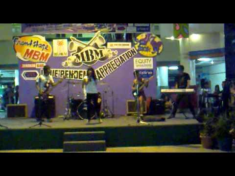 Free Download Dilema - Luna (garasi) @live At Blok M Mall Jakarta (oktober 2009) Mp3 dan Mp4