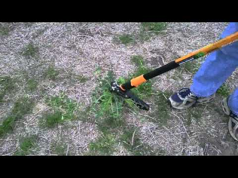 Fiskars Extended Reach Weeder Model 7880 Garden Tool Review And Use