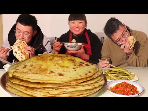 Street food-egg pancakes, with pickles, too fragrant! [Sister of North Shaanxi]