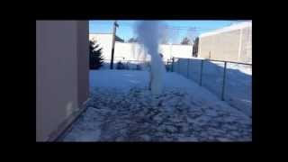 Boiling Water Freezes Insтanty In Mid Air - Canadian Winter