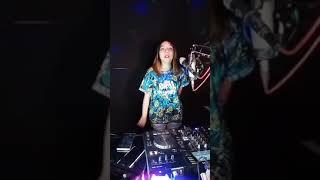 Covid -19 Mengajarkan Kita Kalau Tidak Mau Sakit Jangan Dekat-dekat 😊 DJ RERE MONIQUE