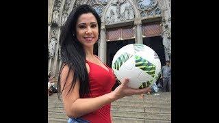 الفتاة اللتي اعجزت كريستيانو رونالدو و ميسي بمهاراتها لن تصدق SEXIEST PENALTY SHOOT Euro 2017 Comedy