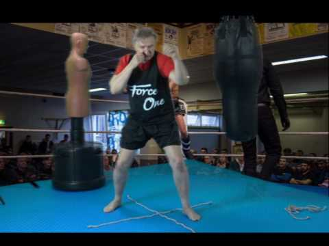 Stepping and walking in Dutch style Muay Thai
