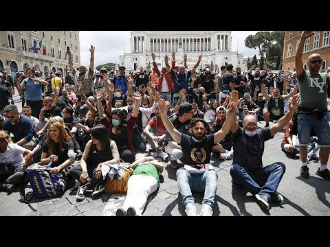 مظاهرات ضد الحكومة في إيطاليا رغم منع التجمع  - نشر قبل 11 ساعة