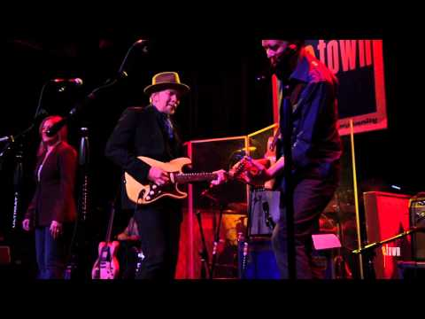 "Dave Alvin - ""Long White Cadillac"" (eTown webisode #402)"