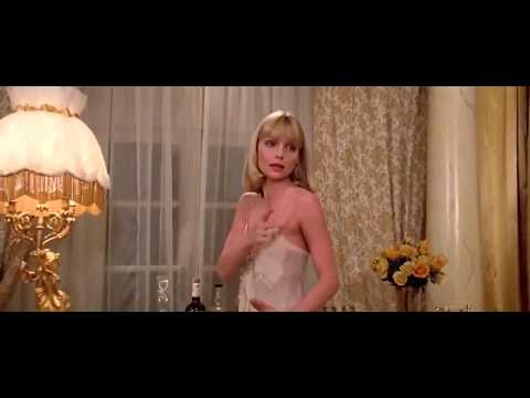 scarface---bathtub-scene