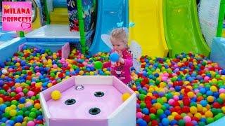 Семейный детский парк для детей, Играем в детской комнате. Indoor playground family for Kids(, 2016-03-19T12:00:01.000Z)