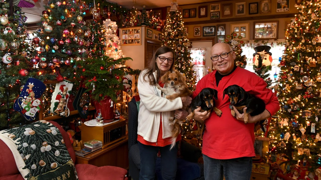 110 Christmas trees decorate family\'s home near Syracuse NY - YouTube