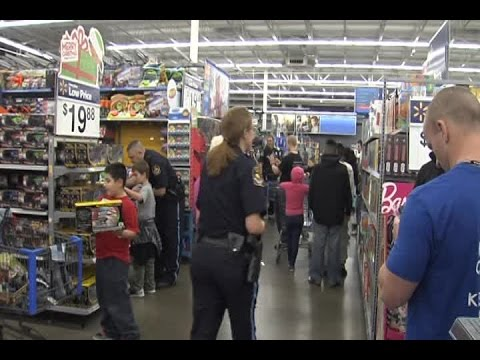 RAW: Children get holiday shopping spree with Omaha police