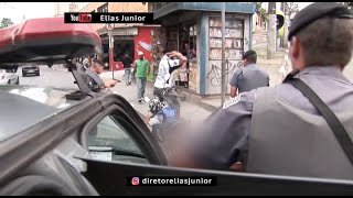 Motoqueiro passa farol vermelho em alta velocidade e a Zangada vai atras - do diretor Elias Junior