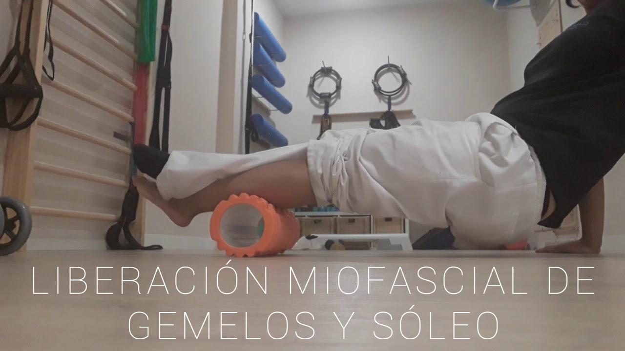 Técnica de liberación miofascial con rulo de espuma