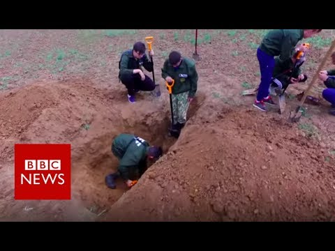 Volgograd: Russia's volunteer body hunters  - BBC News