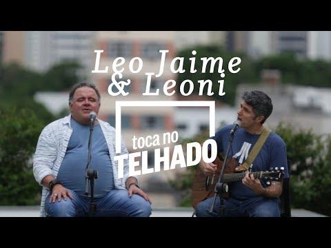 Leo Jaime e Leoni tocam no telhado do Globo, no Centro do Rio de Janeiro