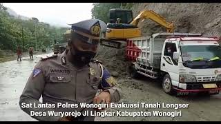Sat Lantas Polres Wonogiri Evakuasi Tanah Longsor Jl Lingkar Kabupaten Wonogiri