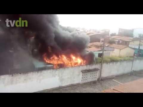 Mais um ônibus incendiado em Fortaleza