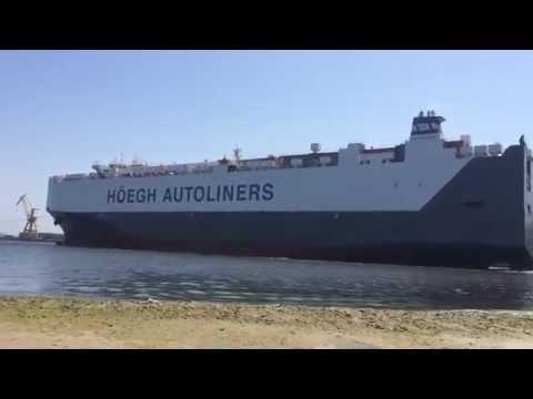 Ro-ro cargo ship berthing