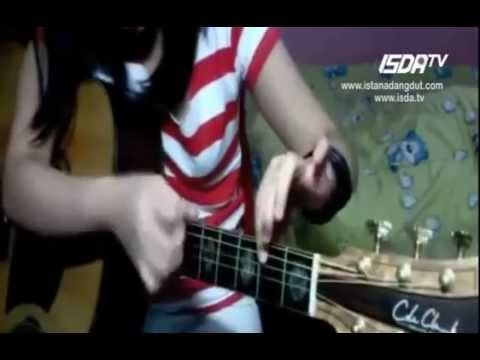 Cewek Cantik Jago Main Gitar Teknik Tinggi