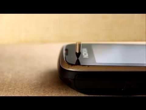 Nokia 2330. Нанесение царапины на дисплей