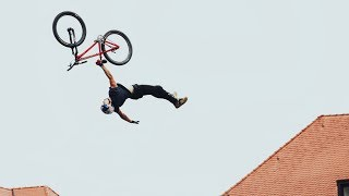 Szymon bringing the Extension Man over the Roofs of Germany I Red Bull District Race 2017
