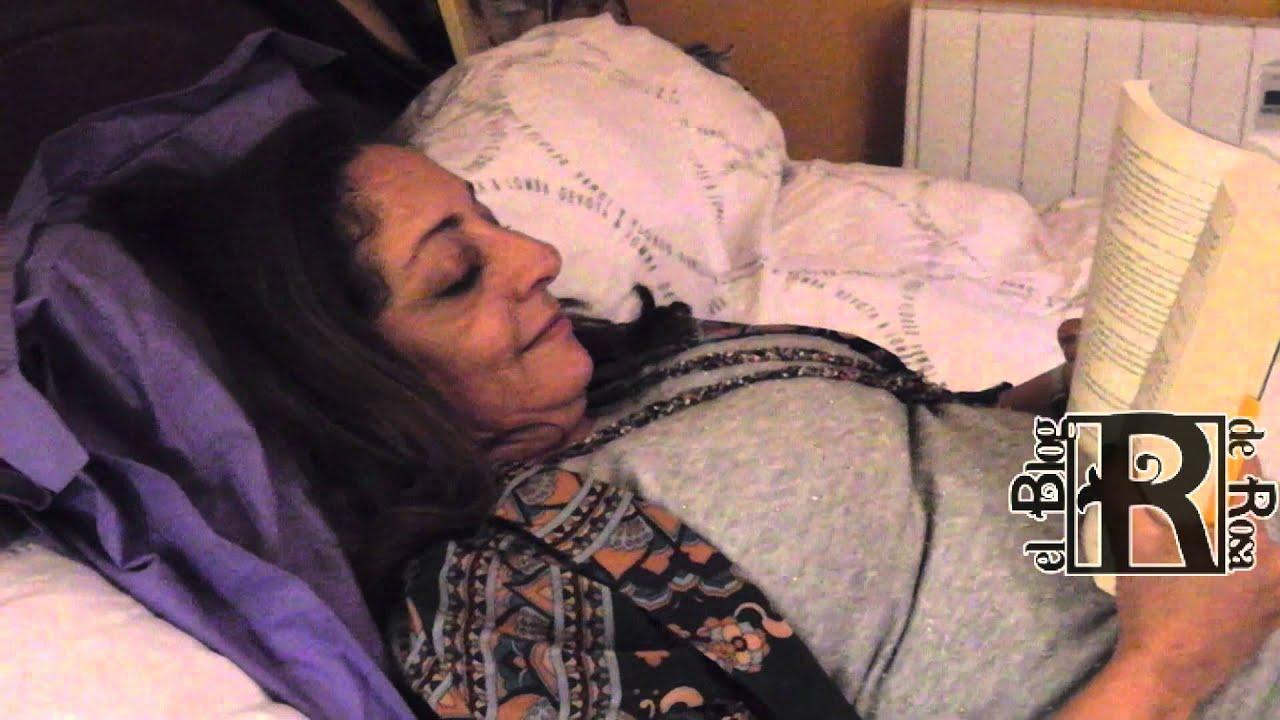 Posiciones comodas para leer en la cama