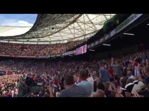 ADO-fans gooien tientallen knuffels in vak met zieke fans
