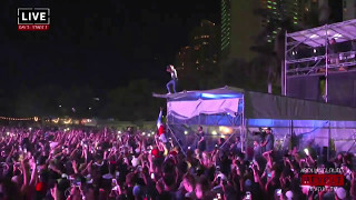 LIL UZI VERT DIVES INTO CROWD AT ROLLING LOUD 2017 (INSANE FOOTAGE!)