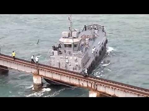 Смотреть Корабли не пролезли под мостом! Подборка крушений! онлайн