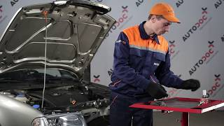 How to change a headlight lamp bulb on SKODA OCTAVIA 1U TUTORIAL | AUTODOC