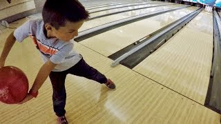 🏆 4-YEAR-OLD KID BEATS HIS WHOLE FAMILY IN BOWLING 🎳 Video
