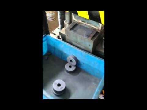 The powder forming hydraulic press metal powder forming block round cake powder press forming