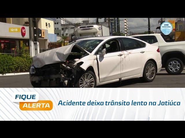 Acidente deixa trânsito lento na Jatiúca