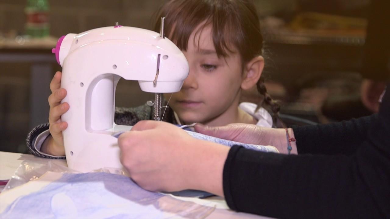 Macchina da cucire per bambini youtube for Victoria macchina da cucire