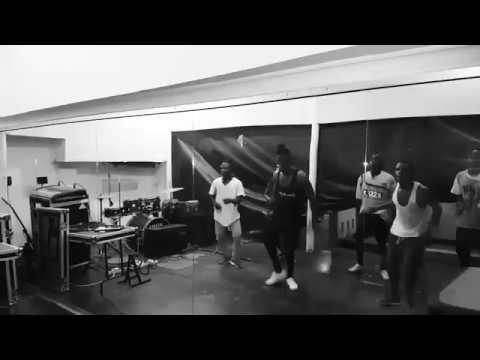 Diamond Platnumz Dancing New Song To Release 2017 Sebene ...