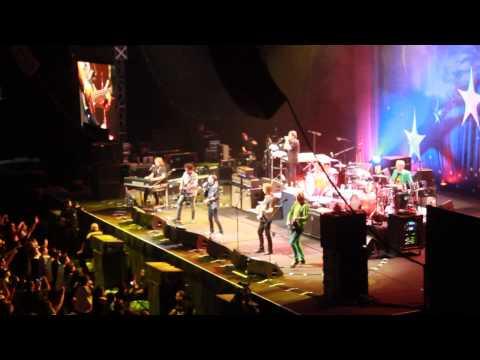 Ringo Starr en Chile 2015 -  Act Naturally (Buck Owens cover) (Movistar Arena)