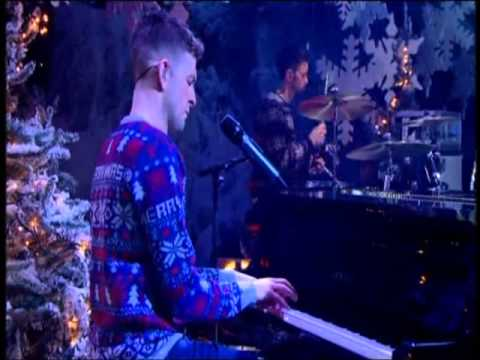 ED SHEERAN PERFORMS THINKING OUT LOUD ON CHRISTMAS TOTP 2014