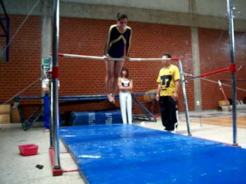 Exhibici n de gimnasia barras asim tricas youtube for Ejercicios de gimnasia