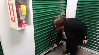COMMITTED A CARDINAL SIN BUYING STORAGE UNIT WITHOUT A KNIFE!
