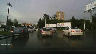 2013-08-09, г. Новосибирск, пл. Трубникова. Отличная реакция, еще бы поворотник показал...