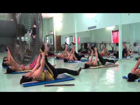 aerobics the duc tham my Trâm Anh - Tập bụng với gậy ngắn .
