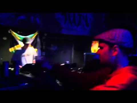 Kris Kemist & Jah Screechy - Walk & Skank Live