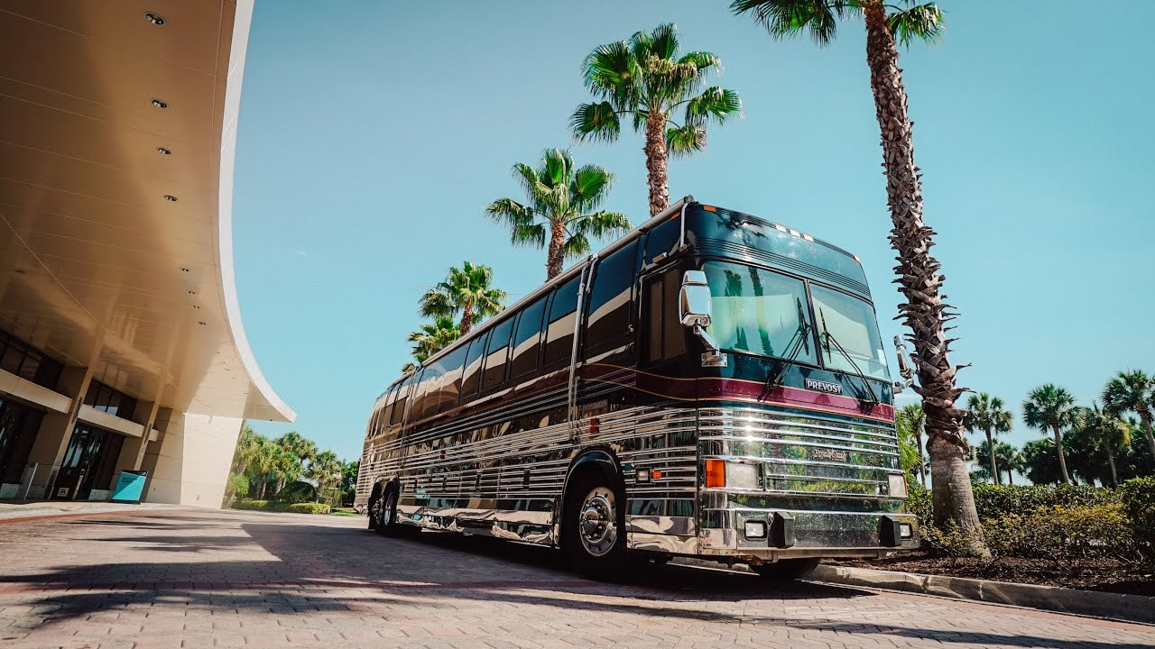 incredible-luxury-coach-tour