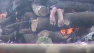 Burn of the dead body wrong position (Raja Hrishchand Ghat Varanasi)