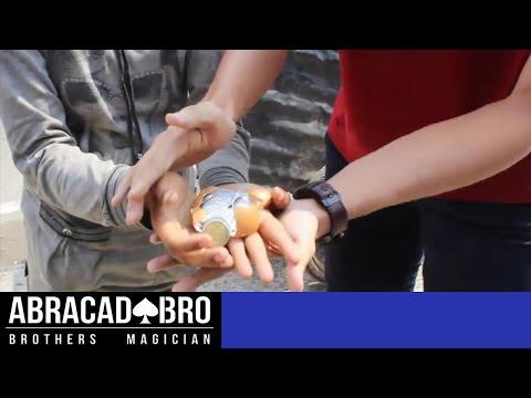 GIVING MONEY TO HOMELESS MAGIC IMPOSSIBLE - abracadaBRO Best Street Magic Prank Indonesia