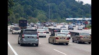 Keadaan aliran trafik dari Pantai Timur menuju Plaza Tol Gombak perlahan