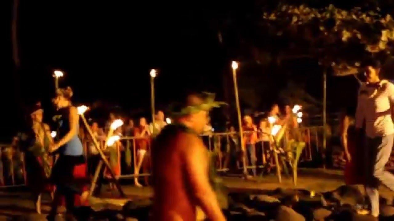 Marche sur le feu à Tahiti - 2014 - YouTube