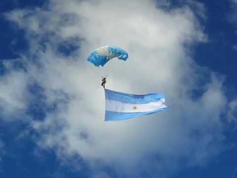 porque la bandera es blanca y celeste